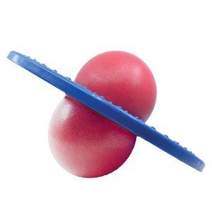 Ballon sauteur dans anneau de plastique